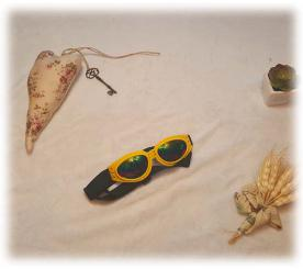 Солнцезащитные очки цвет жёлтый